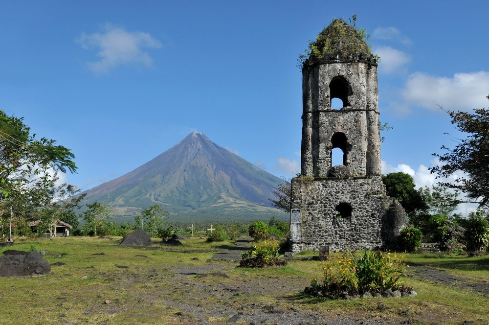 Mind-blowing volcanoes Mayon Volcano, Phillipines