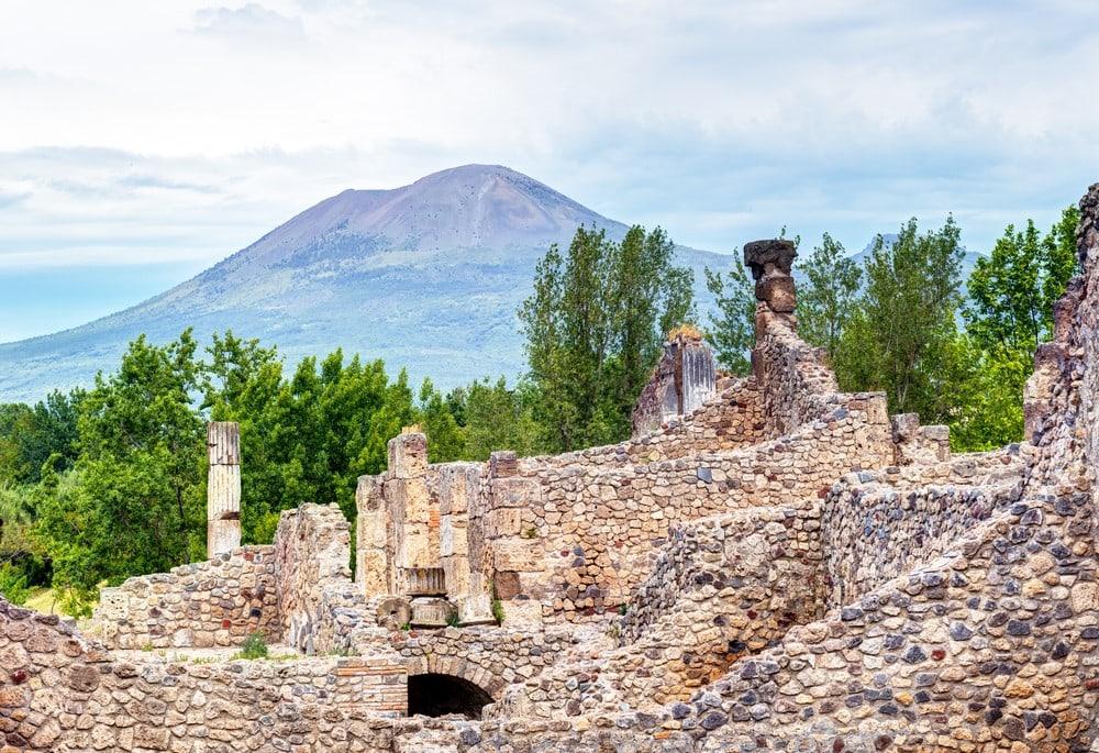 Mind-blowing volcanoes Mount Vesuvius, Italy