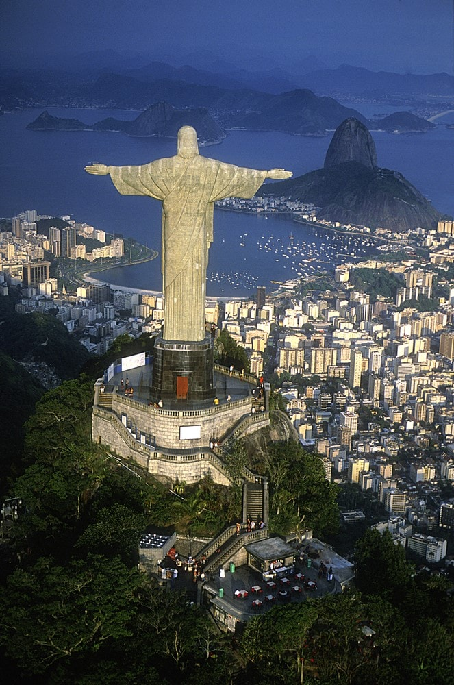 Facts about Rio Christ the Redeemer is electric