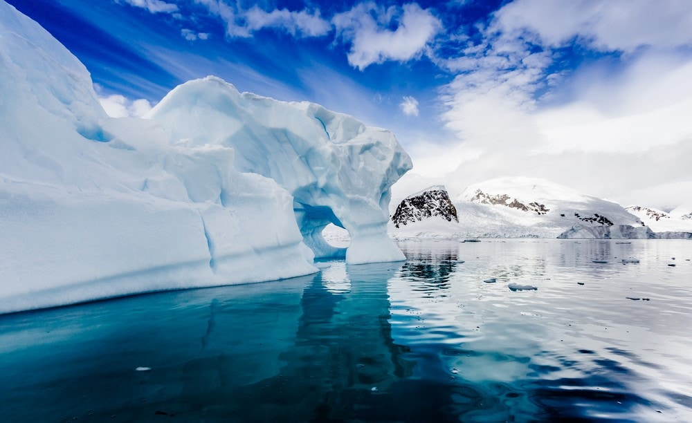 Traveling for free Move to Antarctica