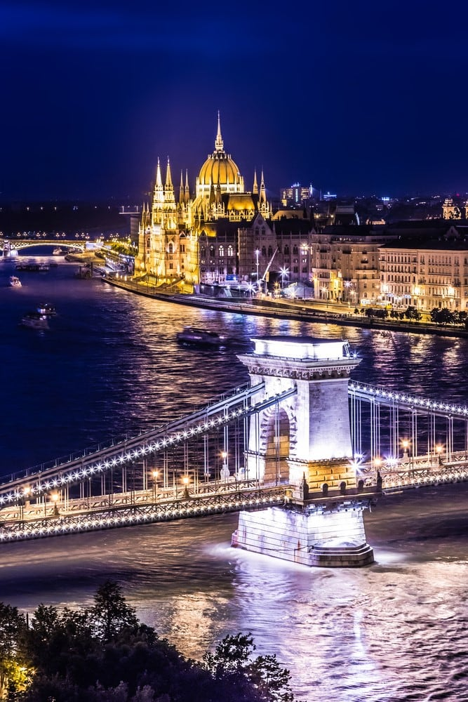 Traveling for free Volunteer in a hostel - Budapest